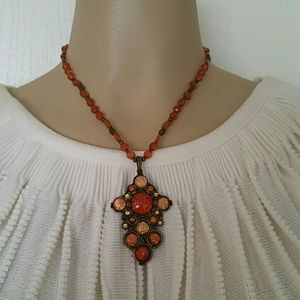 Jewelry - Vintage look necklace